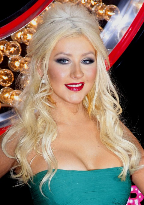 Christina Aguilera Hairstyles: Amazing Long Curls