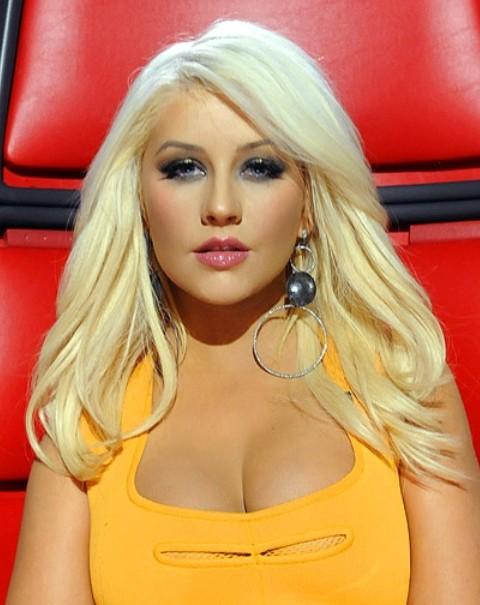 Christina Aguilera Hairstyles: Beautiful Straight Haircut