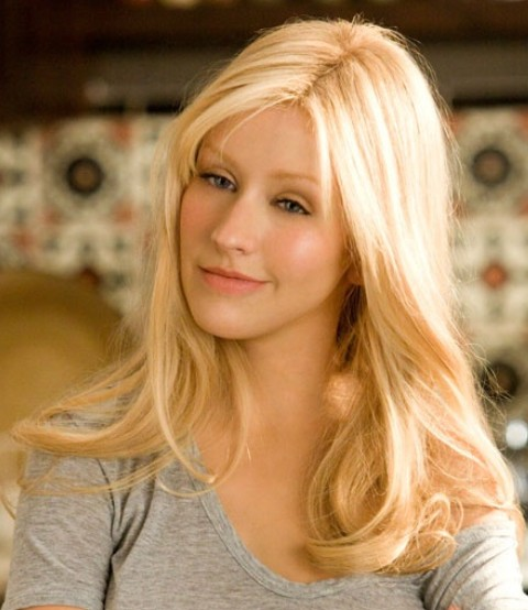 Christina Aguilera Hairstyles: Casual-chic Wavy Haircut