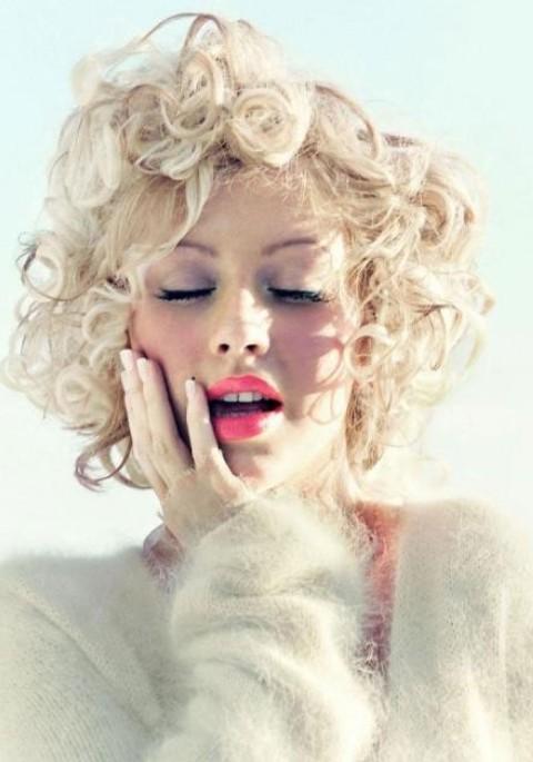 Christina Aguilera Hairstyles: Modern Short Curls