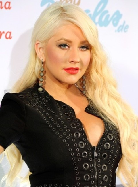 Christina Aguilera Hairstyles: Pretty Long Curls