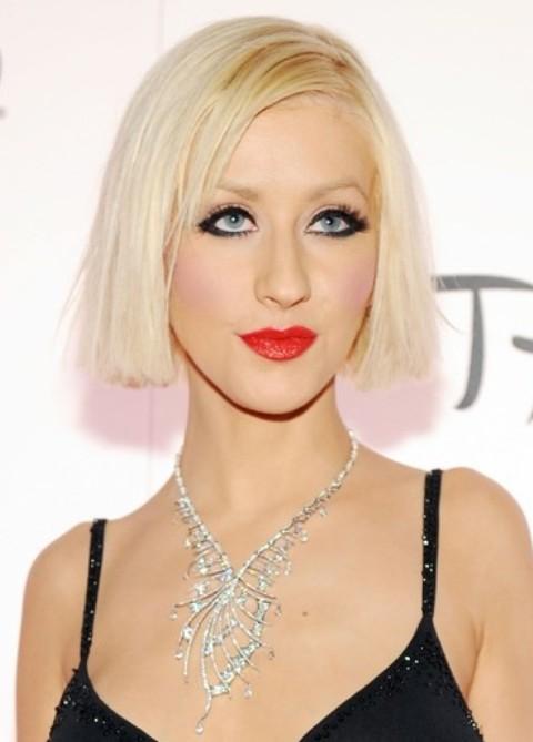 Christina Aguilera Hairstyles: Straight Medium Haircut