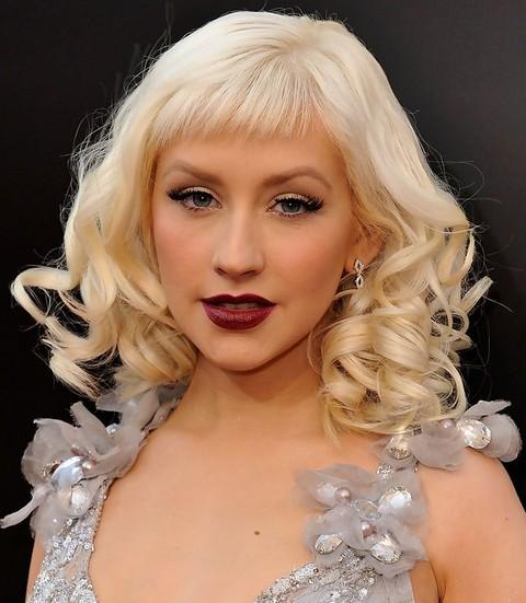 Christina Aguilera Hairstyles: Trendy Medium Curls