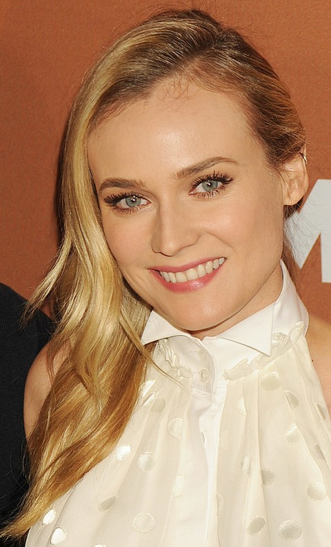 Diane Kruger Hairstyles: Pretty Side-swept Straight Haircut