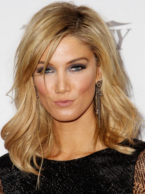 Delta Goodrem Hairstyles: 2014 Medium Wavy Haircut