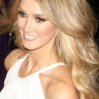 Delta Goodrem Hairstyles: Fabulous Long Curls