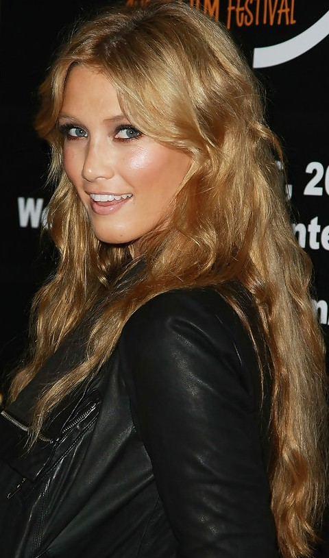 Delta Goodrem Hairstyles: Long Wavy Haircut for Golden Hair