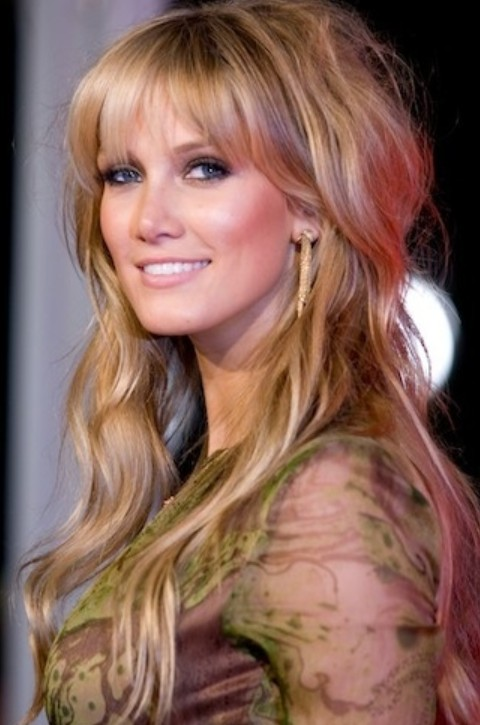 Delta Goodrem Hairstyles: Messy Half-up Half-down Hairstyle