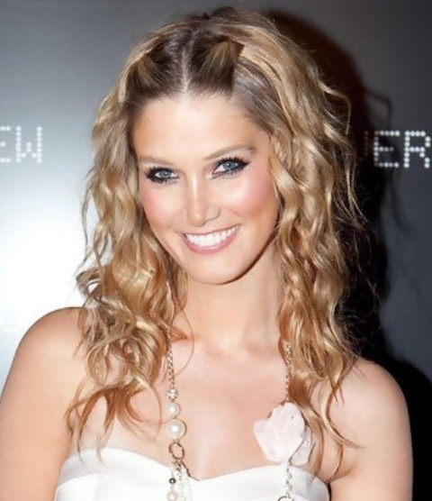 Delta Goodrem Hairstyles: Radiant Blonde Long Curls
