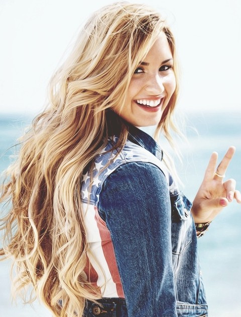 Demi Lovato Hairstyles: Blonde Curls