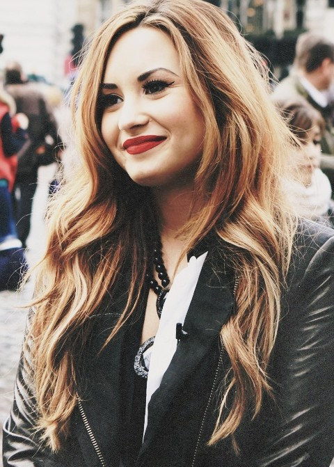 Demi Lovato Hairstyles: Gorgeous Curls