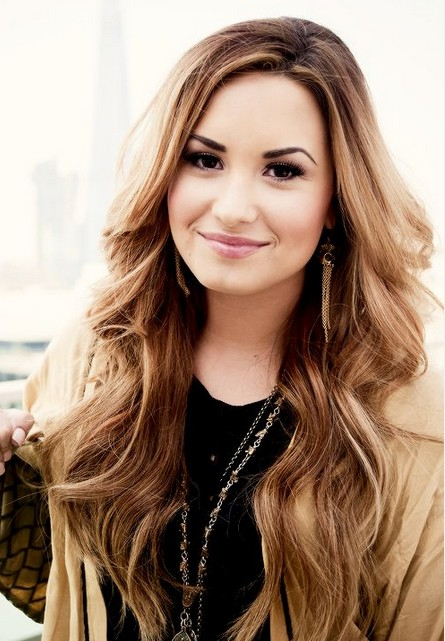 Demi Lovato Hairstyles: Prretty Curls