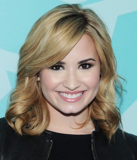 Demi Lovato Hairstyles: Radiant Medium Curls