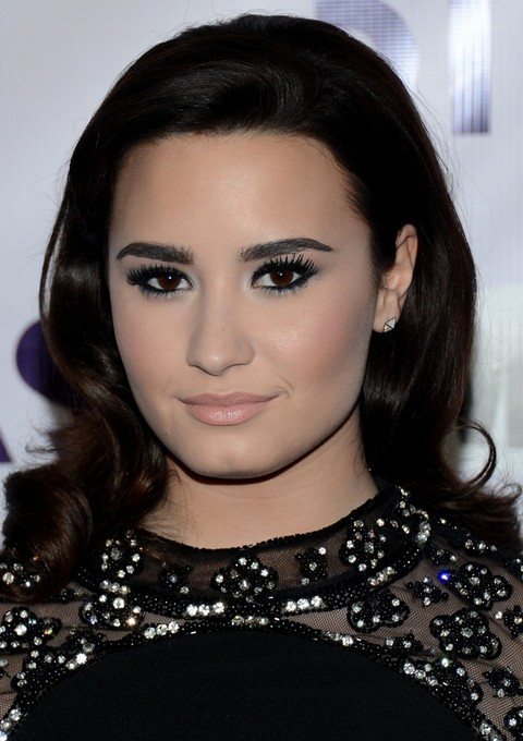 Demi Lovato Hairstyles: Retro Curls