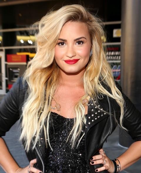 Demi Lovato Hairstyles: Sassy Wavy Haircut