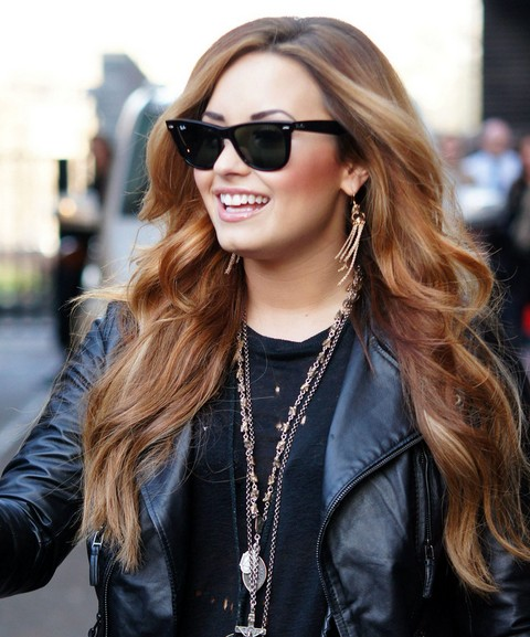 Demi Lovato Hairstyles: Stylish Long Curls