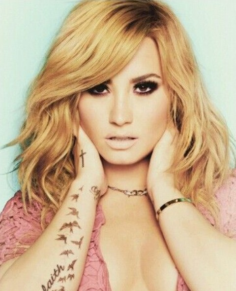 Demi Lovato Hairstyles: Wispy Waves