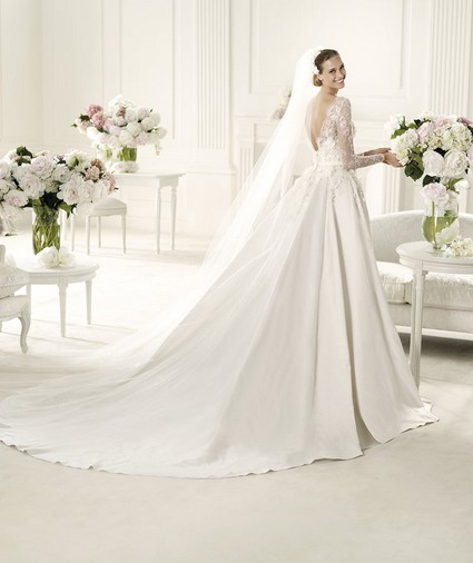 Elie Saab – Wedding Gowns 2014 long flowing long sleeve lace satin wedding dress