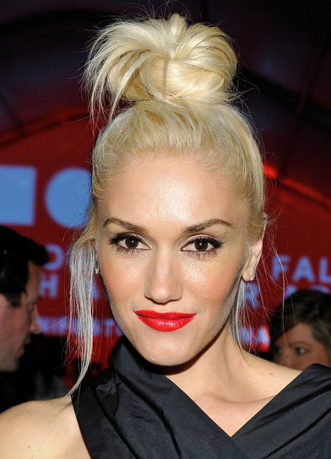 Gwen Stefani Long Hairstyle: Blonde Knot