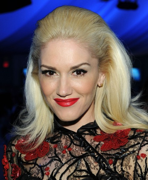 Gwen Stefani Long Hairstyle: Retro Hairstyle for Party