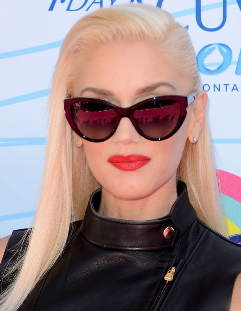 Gwen Stefani Long Hairstyle: Side-Swept