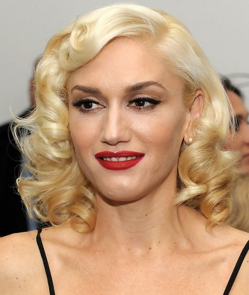 Gwen Stefani Short Hairstyle: Blonde Curls