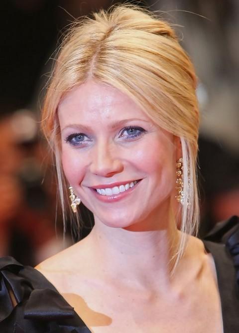 Gwyneth Paltrow Hairstyles: Graceful Loose Bun