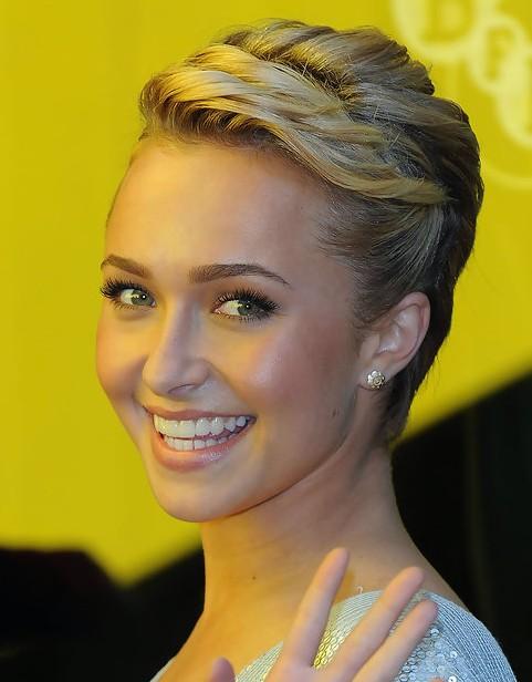 Hayden Panettiere Short Hairstyle: Wavy Haircut - Pretty Designs