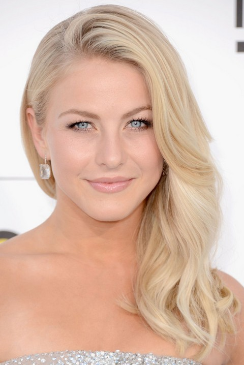 Julianne Hough Hairstyles: Blonde Curls - Pretty Designs