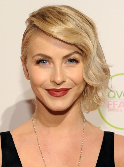 Julianne Hough Hairstyles: Chic Finger Wave