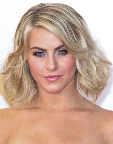 Julianne Hough Hairstyles: Curled Out Bob