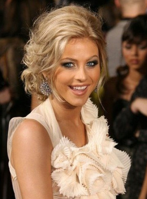 Julianne Hough Hairstyles: Messy Updo