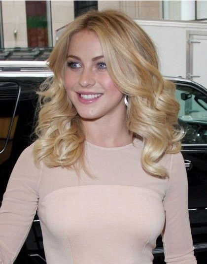 Julianne Hough The Cenyer Parted Curly Wavy Hairstyles for Medium Blond Hair