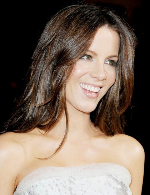 Kate Beckinsale Hairstyles: Glamorous Wavy Haircut