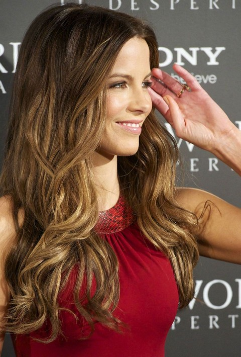 Kate Beckinsale Hairstyles: Golden Long Curls