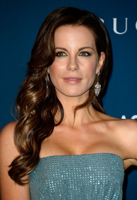 Kate Beckinsale Hairstyles: Side-swept Long Curls