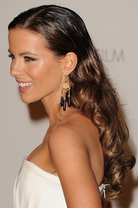 Kate Beckinsale Hairstyles: Sleek Long Curls