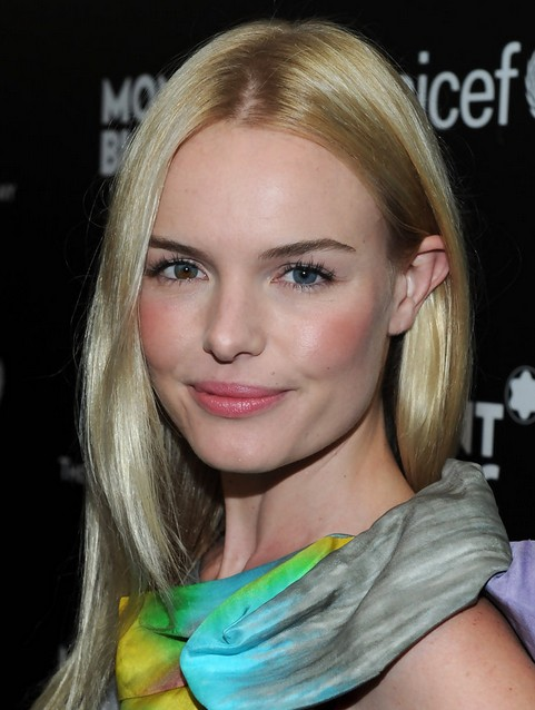 Kate Bosworth Medium Length: Layered Haircut for Pale Green Hair