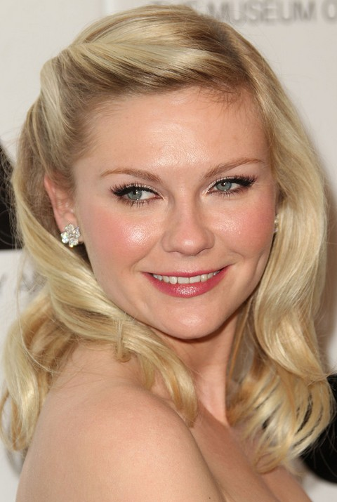 Kirsten Dunst Hairstyles: Adorable Half-up Half-down Hairstyle Kirsten Dunst Medium Hair