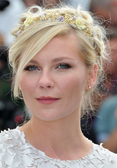 Kirsten Dunst Hairstyles: Gorgeous Bobby Pinned Updo