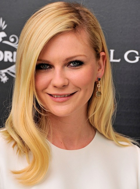 Kirsten Dunst Hairstyles: Pretty Long Side-parted Hairstyle