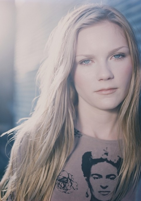Kirsten Dunst Hairstyles: Side-parted Straight Haircut