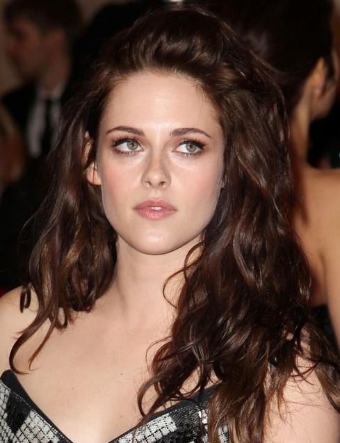 Kristen Stewart Long Hairstyle: Sexy Waves