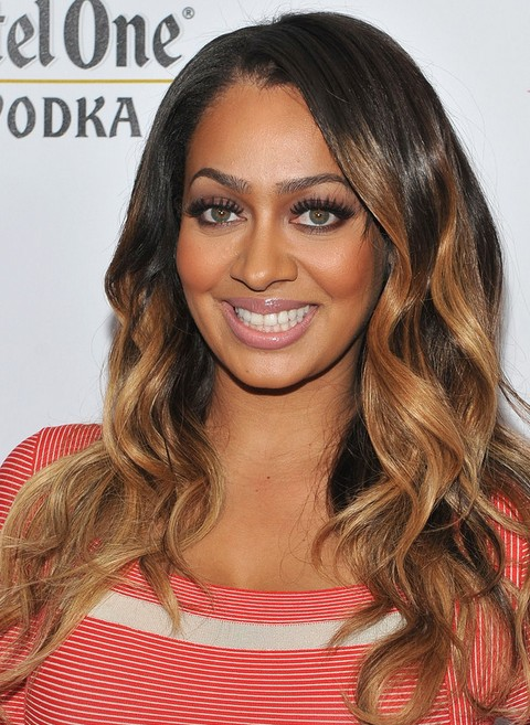 La La Anthony Long Hairstyle: Highlighted Waves for Party