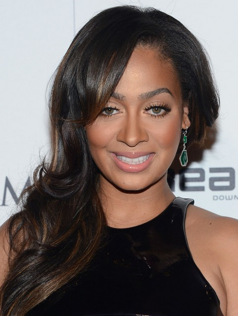 La La Anthony Long Hairstyle: Side Sweep for Dating