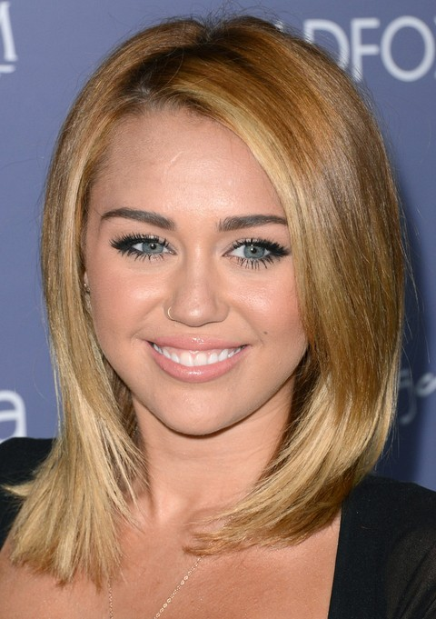 Miley Cyrus Hairstyles: Medium Straight Haircut