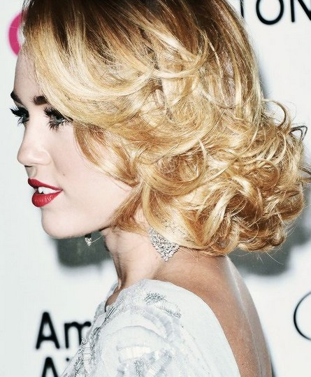 Miley Cyrus Hairstyles: Side-swept Waves