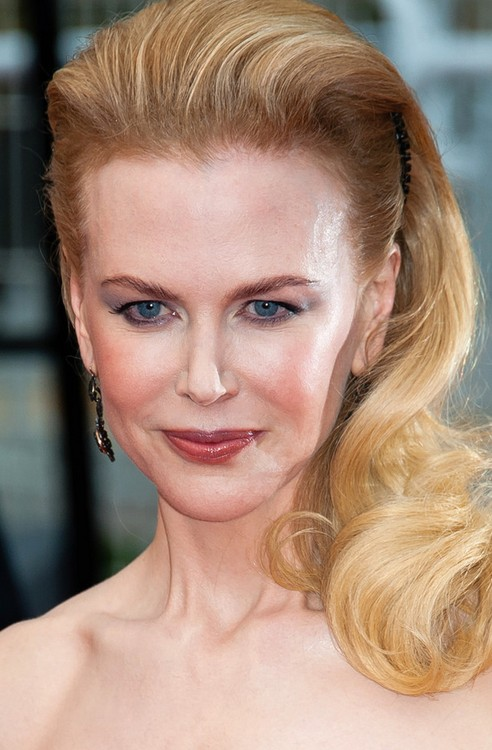 Nicole Kidman Long Hairstyle: Blonde  Side Swept