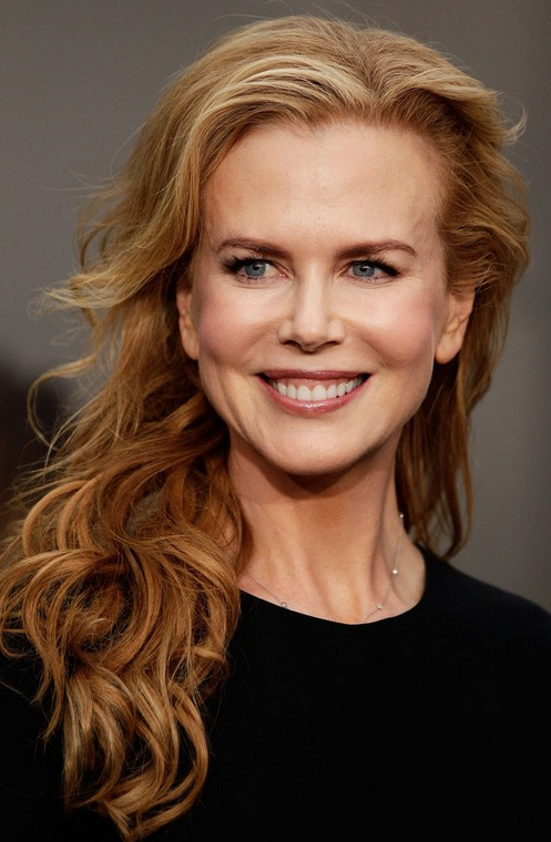 Nicole Kidman Long Hairstyle: Curls with Deep Side Part