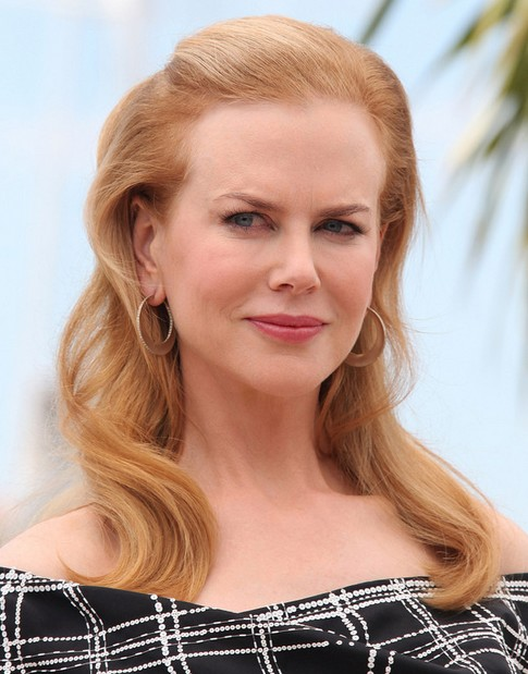 Nicole Kidman Long Hairstyle: Wavy Haircut with Teased Bangs